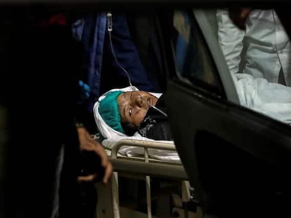 Kabul Attack   குலைநடுங்க வைக்கும் ஆப்கன் பள்ளி குண்டுவெடிப்பு - வலி உணர்த்தும் புகைப்படங்கள்!