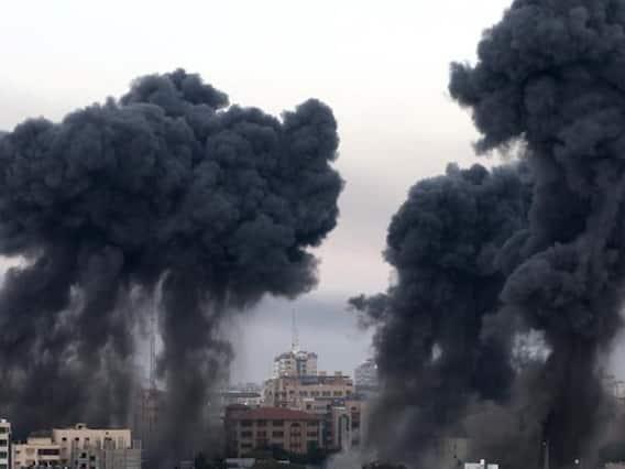 Israeli Air Strikes Photos | தீவிரமாகும் மோதல்.. பற்றி எரியும் இஸ்ரேல்: அதிர்ச்சிக்குள்ளாக்கும் புகைப்படங்கள்!