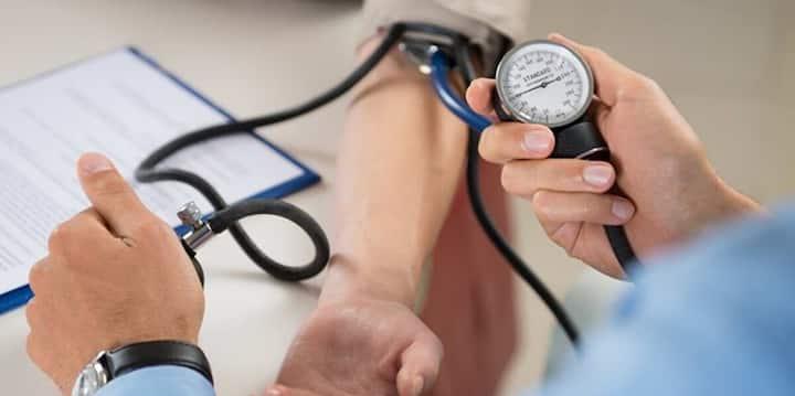 UP: स्वास्थ्य विभाग में भर्तियों का किया जा रहा प्रचार, 3620 विशेषज्ञ डॉक्टर्स की निकली है जगह