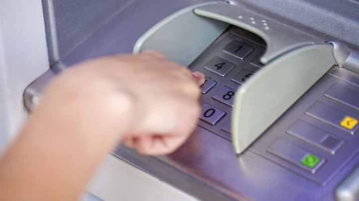 SBI के ATM से पैसे निकालना होगा महंगा, जानें आज से क्या-क्या बदलने जा रहा है