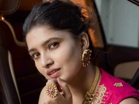 Vani Bhojan   தெய்வ மகள் வாணி போஜனின் ஸ்டைலிஷ் புகைப்படங்கள்