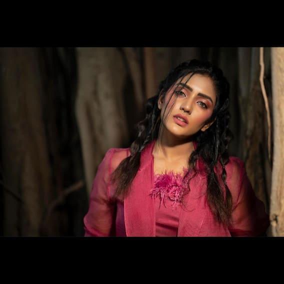 Eesha Rebba Photos : కుర్రకారు మదిలో గిలిగింతలు పెడుతోన్న ఈషారెబ్బ