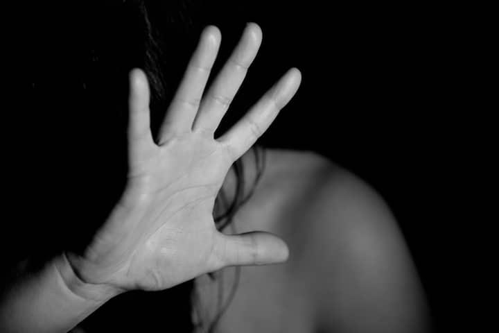 मुंबई में महिला के साथ रेप के बाद बर्बरता, हालत बेहद नाजुक, एक आरोपी गिरफ्तार