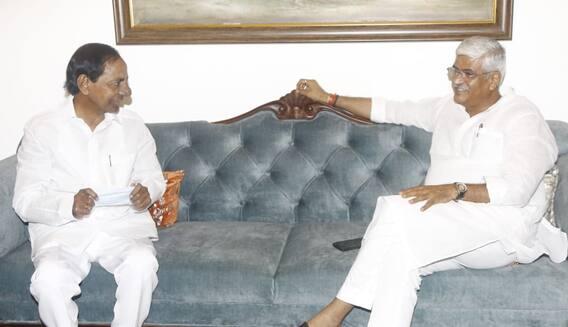 KCR Delhi Tour: ఢిల్లీలో కేంద్ర జల్ శక్తి మంత్రితో సీఎం కేసీఆర్ భేటీ.. జల వివాదాలు, గెజిట్ వాయిదాపై చర్చ
