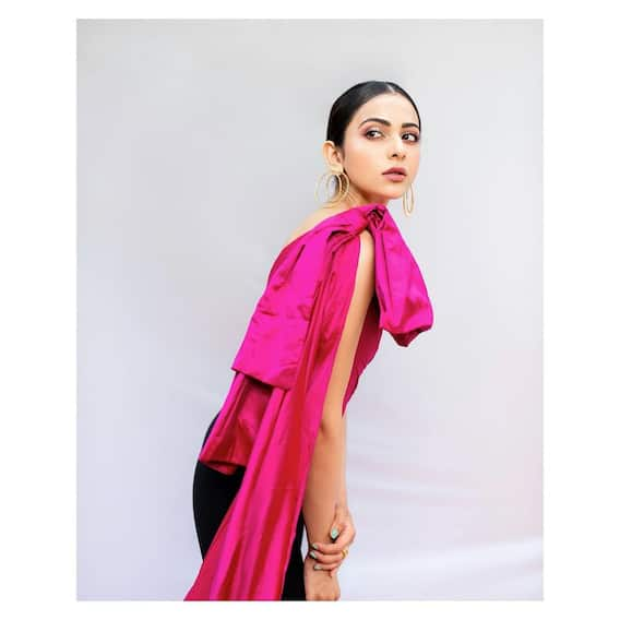 Rakul preet singh Photos: ఓహో గులాబీ బాలా... పింకు రంగులో రకుల్ మెరుపులు